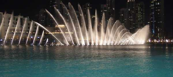 Dubai fountains things to do dubai 67 600 270