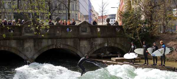 Eisbach surfers things to do munich 39 600 270