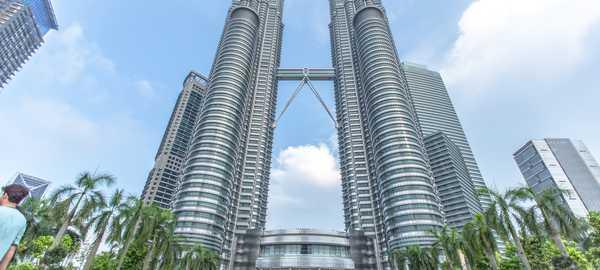 Petronas towers things to do kuala lumpur 130 600 270