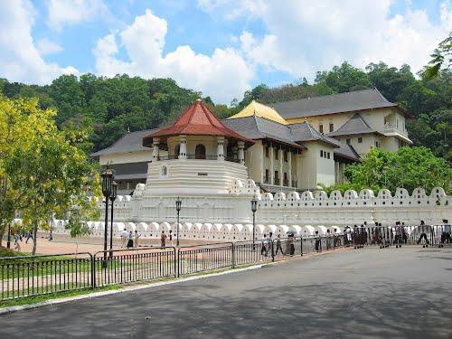Featured medium photo of Peradeniya on TripHappy's travel guide