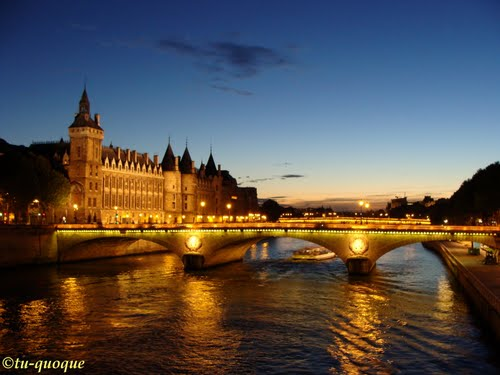 Photo of Paris in the TripHappy travel guide