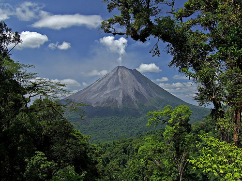 Featured medium photo of Arenal Volcano on TripHappy's travel guide