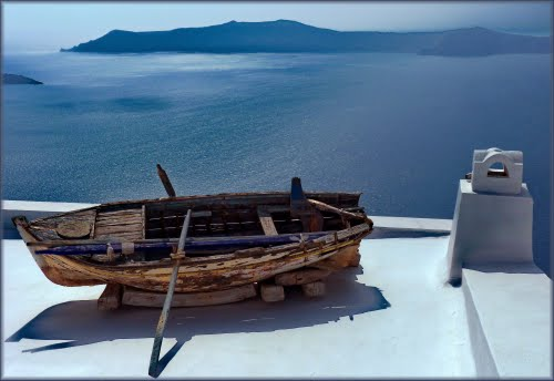 Photo of Santorini in the TripHappy travel guide