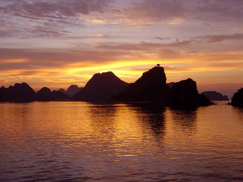 Featured medium photo of Hạ Long Bay on TripHappy's travel guide