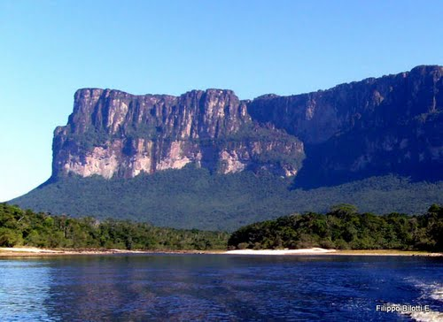Photo of Kerepakupai Meru (Angel Falls) in the TripHappy travel guide