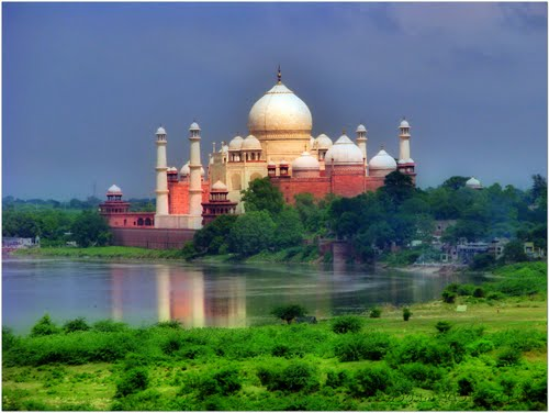 Featured medium photo of Taj Mahal on TripHappy's travel guide