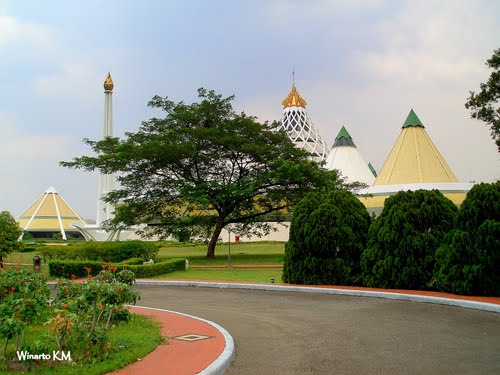 Featured medium photo of Majalah Sawit Indonesia on TripHappy's travel guide