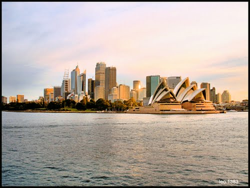 Featured medium photo of Sydney Opera House on TripHappy's travel guide
