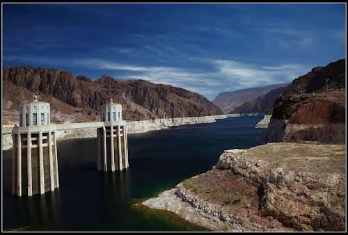 Featured medium photo of Hoover Dam on TripHappy's travel guide