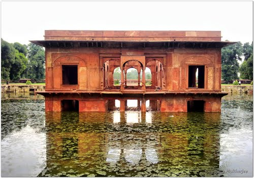 Featured medium photo of Lodhi Garden on TripHappy's travel guide