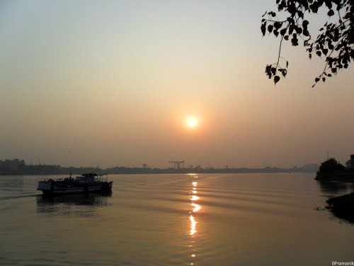 Featured medium photo of Howrah on TripHappy's travel guide