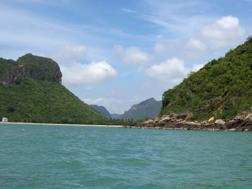 Featured medium photo of Khao Sam Roi Yot National Park on TripHappy's travel guide