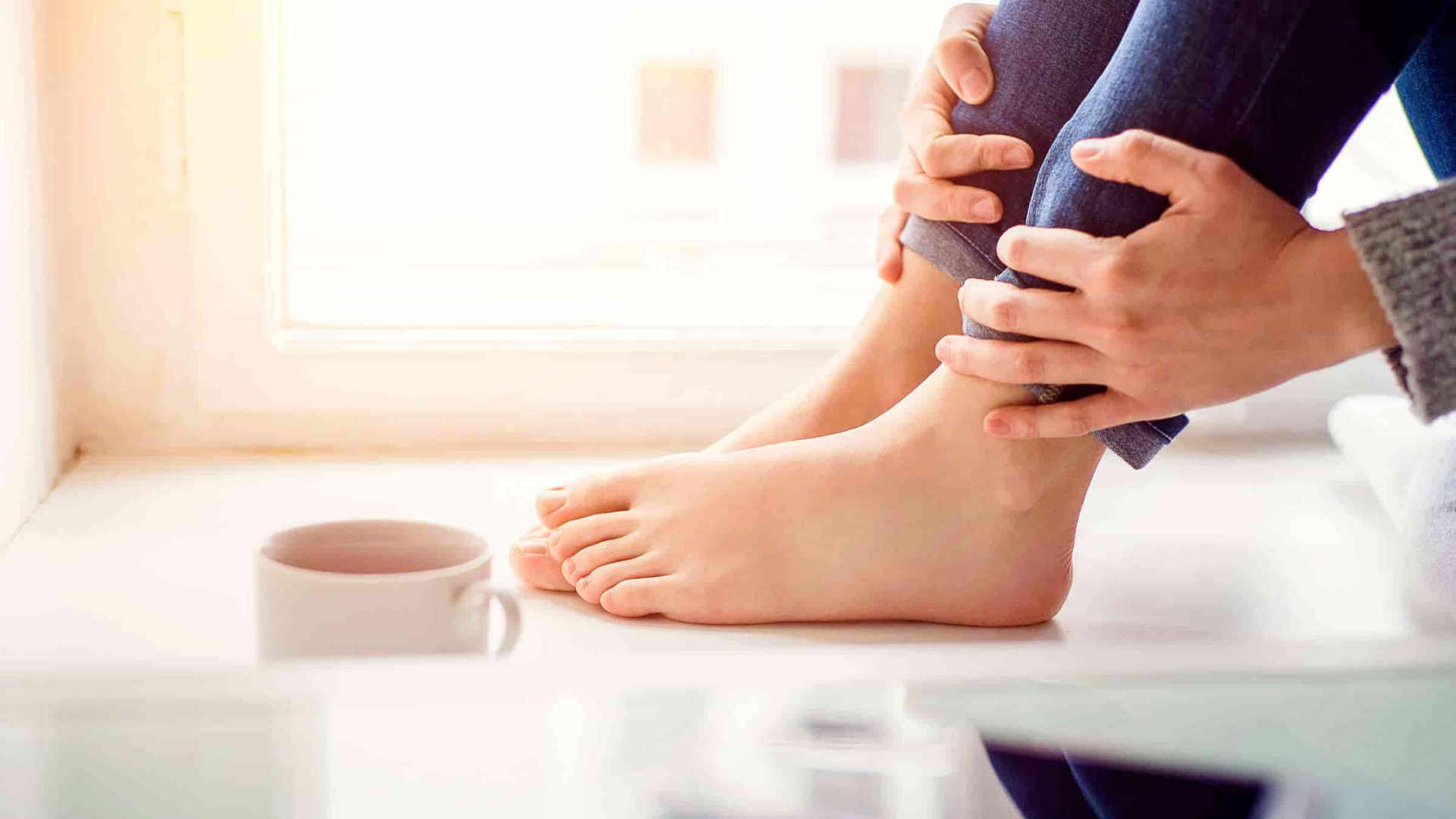 De líquidos en cura piernas retención las