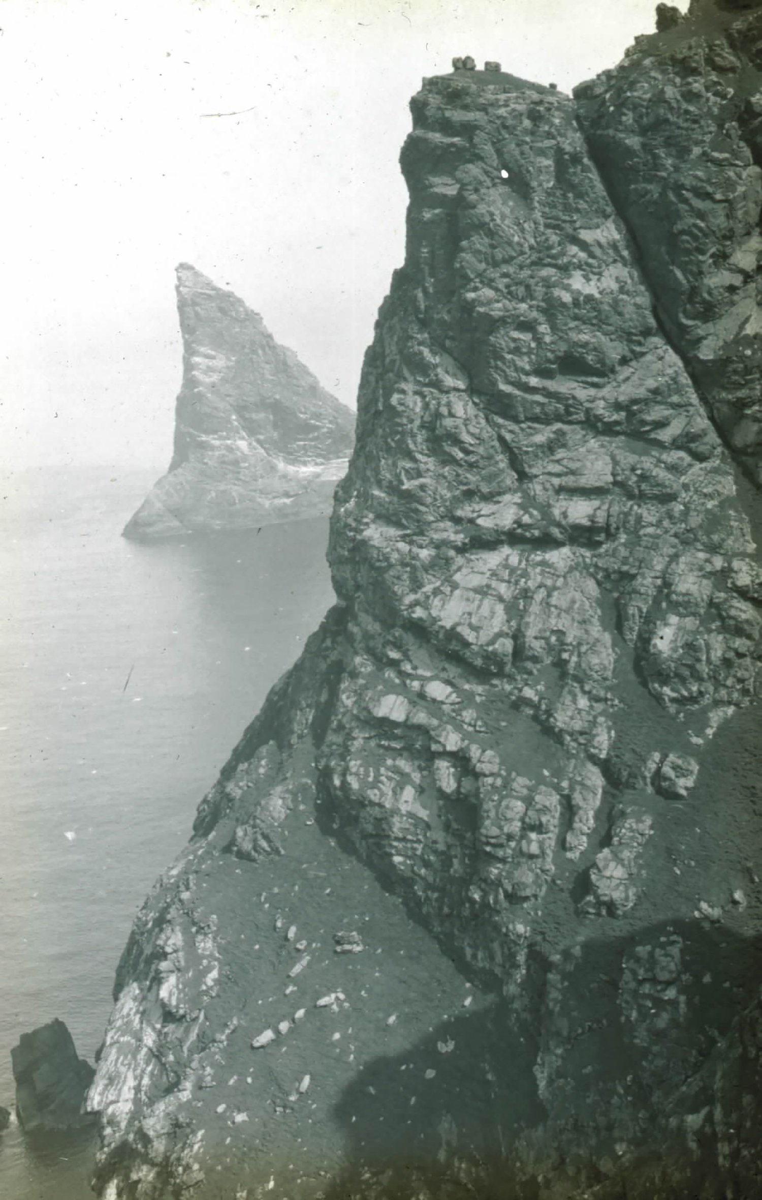 Fig. 5: Glass plate negative of Boreray (with Stac an Armin in the background) in the St Kilda archipelago, #165 © National Trust for Scotland, St Kilda