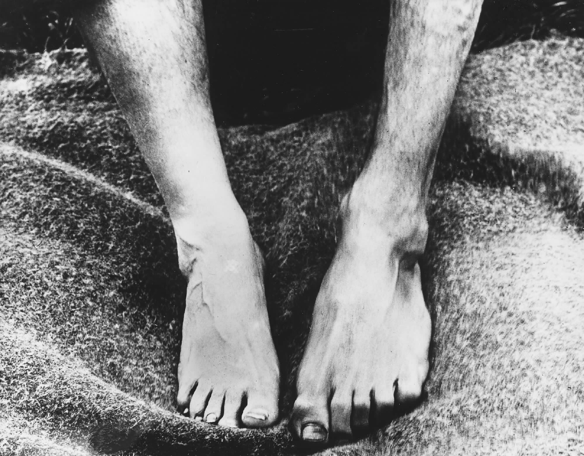 Fig. 8: Glass plate negative documenting the variances between the feet of an islander (right) and someone from the mainland (left), #43 © National Trust for Scotland, St Kilda.