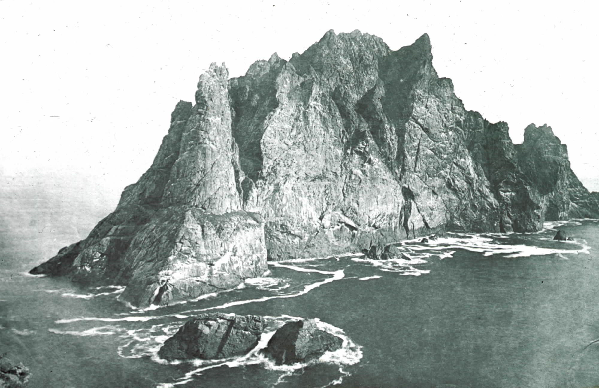 Fig. 4: Glass plate negative of Boreray in the St Kilda archipelago, #192 © National Trust for Scotland, St Kilda