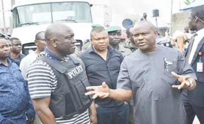 Police team brief Governor Wike about the offensive against kidnappers.