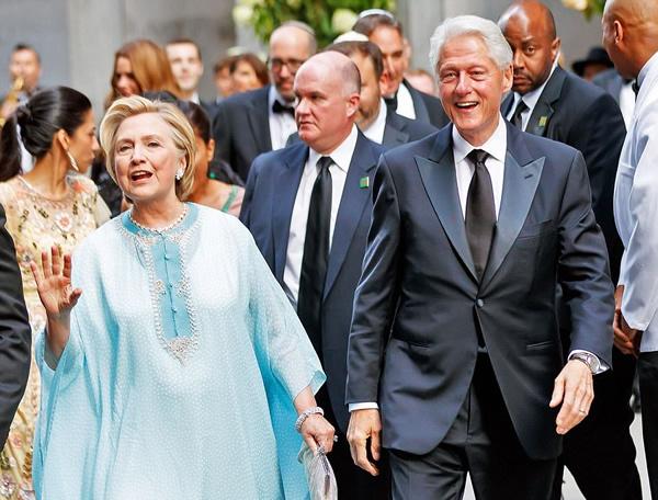 [PHOTOS] Hillary Clinton Attends Wedding In Kaftan