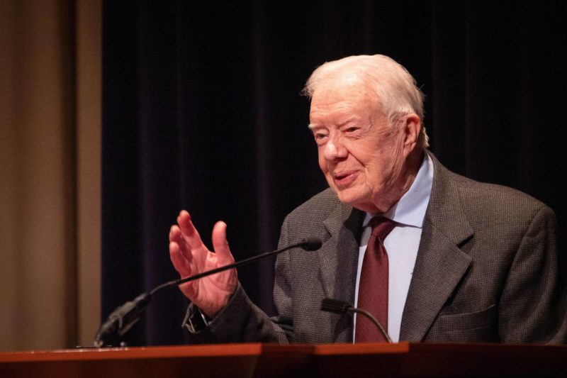 94-year-old former U.S. President, Jimmy Carter, goes back to the classroom