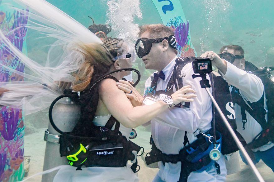 underwater wedding