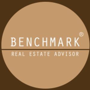 Bnechmark Real Estate Advisor Logo