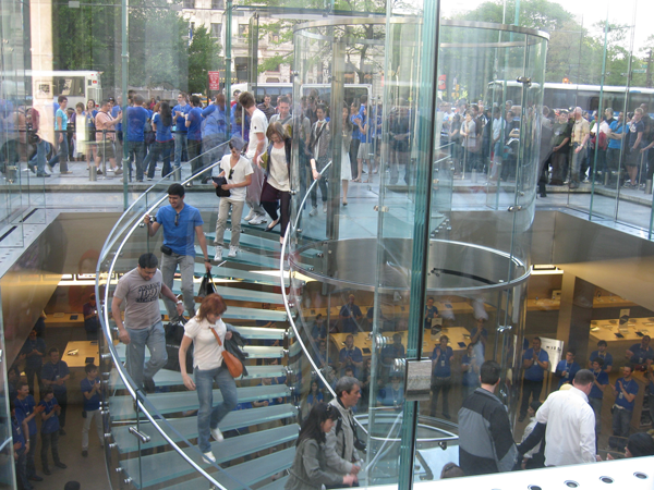 Apple Customers Queue Ny