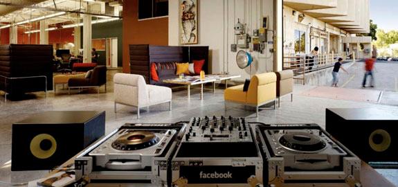 Facebook Office Pan