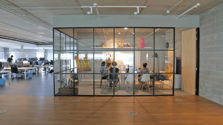 oficina-holaluz-sala-reuniones