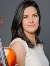 Heloisa teaches Advanced Violin
