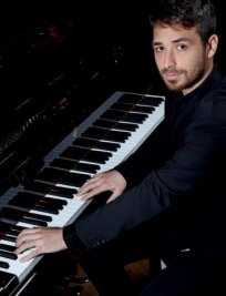 Simone Alessandro teaches Composition lessons in West London