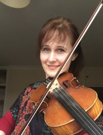 Signe offers Violin lessons