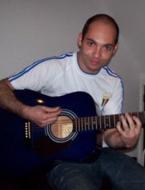 Evandro teaches Guitar lessons in Central London