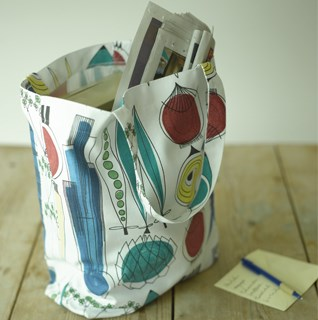 Re-usable shopping bags perfect for the supermarket as well as the beach! Made from 100% cotton.