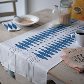 High quality table linen of tablecloths, runners & napkins in classic designs on cotton/linen fabric