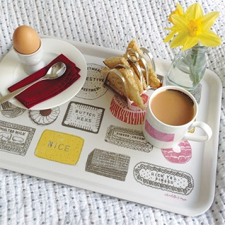 breakfast on family favourite tray & mug gift set