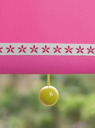 daisy chain trim & yellow ball pull on blind