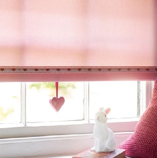 pink roller blind with love heart trim pull 1