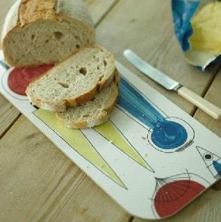 cutting bread on our picknick bread board