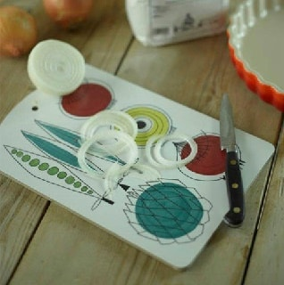 picknick chopping board on table