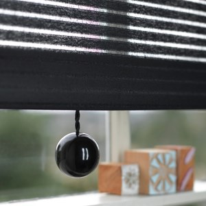 black bobbi ball window blind pulls that are gloss painted wooden balls