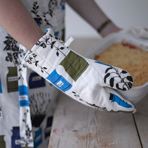 herb garden vintage oven glove in blue white and green coloured Persons Kryddskåp design by Astrid S