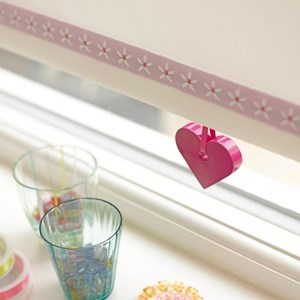 childs blind pull - heart