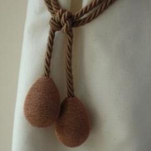 copper coloured glitter egg curtain tieback in lurex yarn