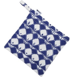 frisco heatproof oven pot holder with dramatic blue and white fish motif for kitchen