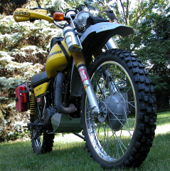 Front View of 1975 DT400B