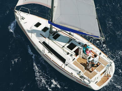 Hire sailboat Sunsail Oceanis 311 in Furnari - Messina