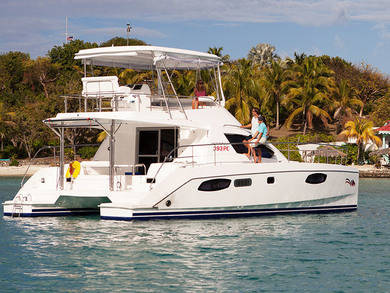 Charter exclusive yacht Moorings 393 PC in Road Town - Tortola