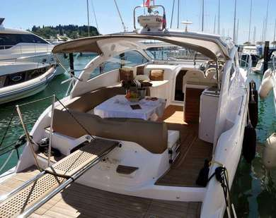 Hire motorboat Sessa C38 in Split city - Split