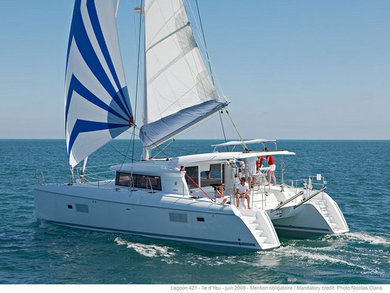 Hire catamaran LAGOON 421 in Sant Antoni de Portmany - Ibiza (Balearic Islands)