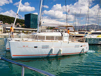 Hire catamaran Lagoon 400 in Split city - Split